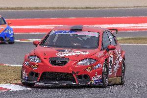 Les punxades marquen l'actuació de PCR Sport en el Circuit de Barcelona.