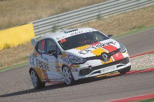 Mikel Azkona: A la Clio Cup les carreres es viuen amb molta intensitat