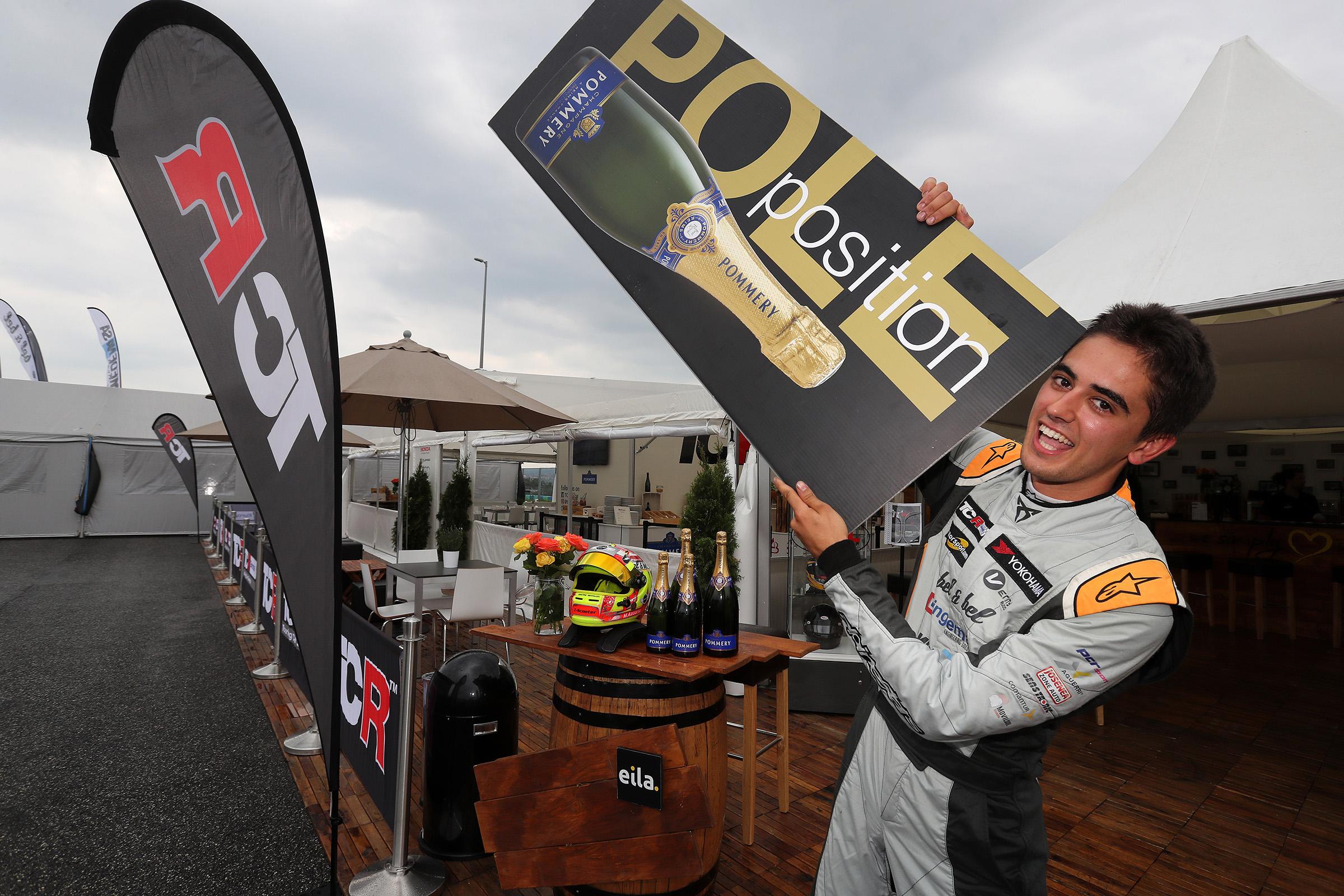 A Hungaroring, Mikel Azcona salva el liderat del TCR Europe