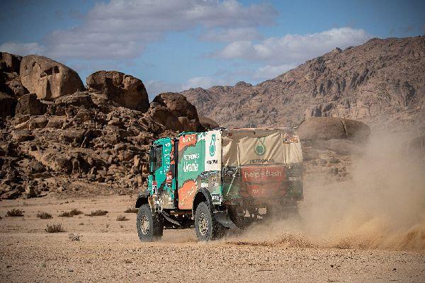 El Dakar Saudita comença a passar factura. Llovera-Torres-Marco es mantenen ferms